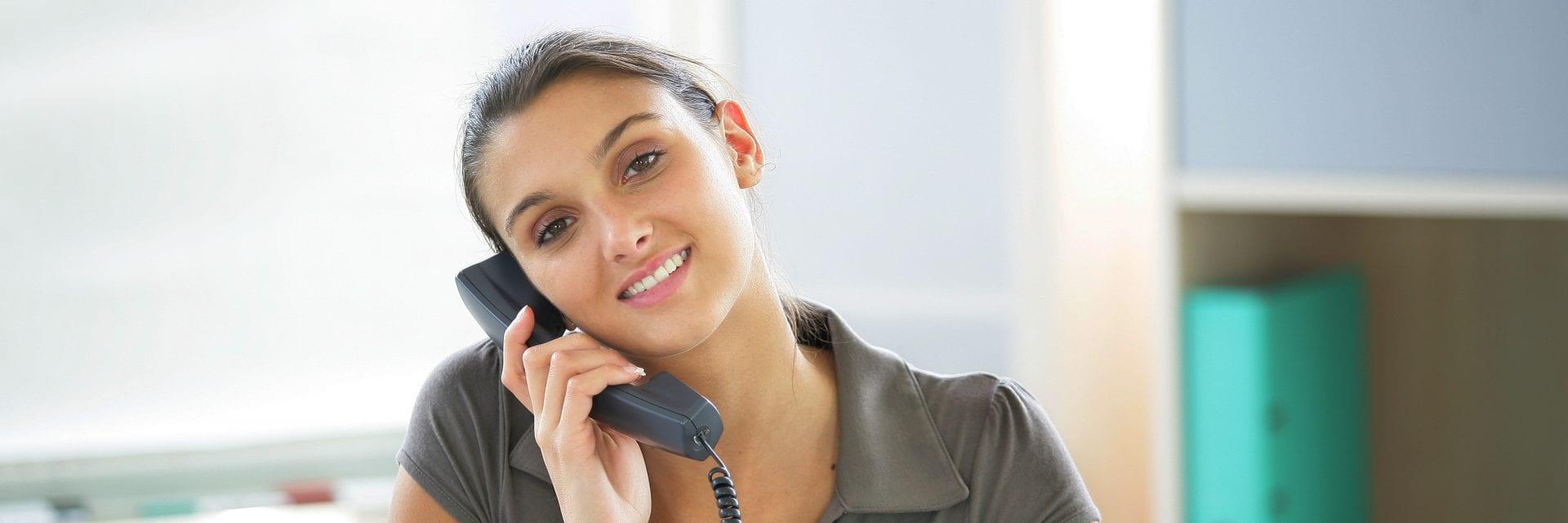 Secretaresse aan de telefoon